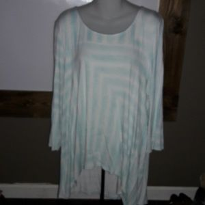 Womens sz 2 (12) Chicos form flattering top